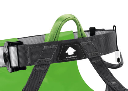 C086AA00 - Petzl CANYON CLUB - Single attachment point with green color coding and connection indicator for efficient donning and quick visual check.